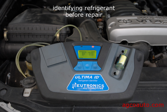 A refrigerant identifier in use